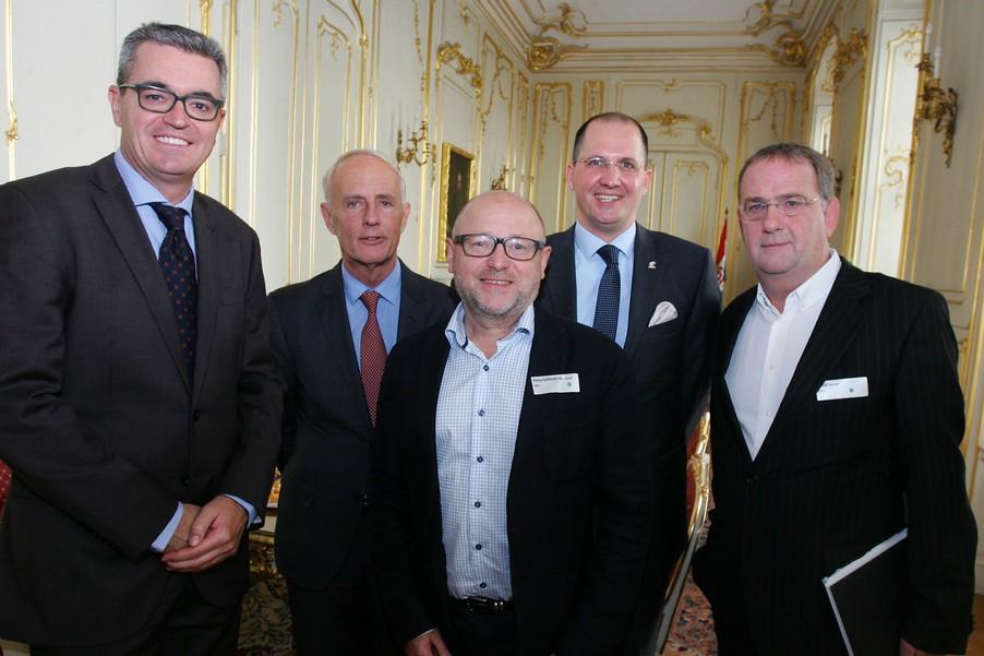 A képen balról jobbra: Dr. Ruszinkó Ádám helyettes államtitkár (NGM), Dr. Perényi János nagykövet, Dr. Josef Peterleithner elnök (ÖRV), Kovács Balázs külképviselő (MT Zrt.), Dr. Walter Säckl főtitkár (ÖRV)