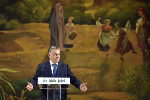 Orbán Viktor miniszterelnök felszólal Az idők jelei című vitaanyagot bemutató konferencián az Olasz Kultúrintézetben 2015. október 30-án. A konferenciát a Keresztény Értelmiségiek Szövetsége, a Magyar Polgári Együttműködés Egyesület és a Professzorok Batthyány Köre rendezte. MTI Fotó: Máthé Zoltán