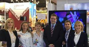 (Képünkön az MT Zrt. munkatársai balról jobbra: Langer Katalin, Kenyér Tímea, Csesznok Júlia, Glázer Tamás, Németh József, Sipos Alice)