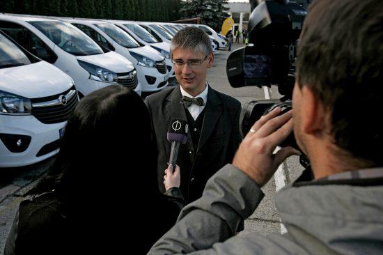 Koncz Gábor, az Opel Magyarország ügyvezető igazgatója ad interjút a Falubusz programról