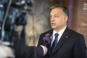 A Miniszterelnöki Sajtóiroda által közreadott képen Orbán Viktor miniszterelnök nyilatkozik a közmédia stábjának az Európai Unió és Afrika migrációról rendezett máltai csúcsértekezletén Vallettában 2015. november 12-én. MTI Fotó: Miniszterelnöki Sajtóiroda / Szecsődi Balázs