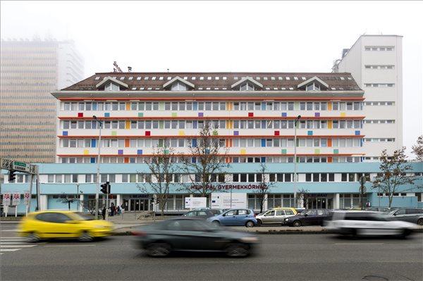A Heim Pál Gyermekkórház felújított főépülete a budapesti Üllői úton 2015. december 28-án. Mintegy 1,2 milliárd forintból újították fel a fővárosi Heim Pál Gyermekkórház hat telephelyének kilenc épületét. MTI Fotó: Szigetváry Zsolt