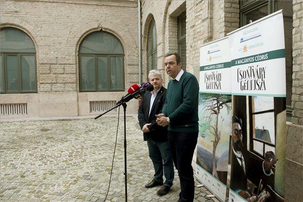 L. Simon László, a Miniszterelnökség kulturális örökségvédelemért és kiemelt kulturális beruházásokért felelős államtitkára (j) sajtótájékoztatót tart, mellette Gyutai Csaba, a Várgondnokság Közhasznú Nonprofit Kft. ügyvezető igazgatója Budapesten, a Honvéd Főparancsnokság felújított épületében 2015. december 28-án. Az államtitkár elmondta, hogy a nagy érdeklődés miatt 2016. január 31-ig lesz látható a budai Várban a Csontváry Kosztka Tivadar életművének nagy részét bemutató kiállítás. MTI Fotó: Koszticsák Szilárd
