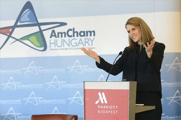 Colleen Bell, az Egyesült Államok budapesti nagykövete beszédet mond az Amerikai Kereskedelmi Kamara (AmCham) rendezvényén Budapesten, a Marriott hotelben 2016. január 20-án. MTI Fotó: Soós Lajos