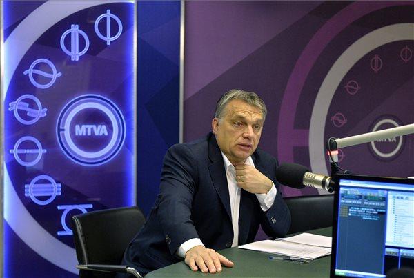 Orbán Viktor miniszterelnök a Kossuth rádió stúdiójában, ahol interjút ad a 180 perc című műsorban 2016. január 22-én. MTI Fotó: Máthé Zoltán