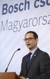 Javier González Pareja, a magyarországi Bosch csoport vezetője a Robert Bosch Elektronika Kft. fejlesztési beruházásáról tartott sajtótájékoztatón a Külgazdasági és Külügyminisztériumban 2016. február 10-én. MTI Fotó: Kovács Tamás