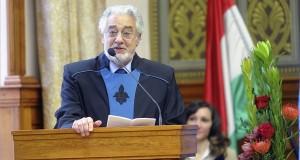 Plácido Domingót világhírű spanyol tenor beszédet mond a Pécsi Tudományegyetem (PTE) ünnepi szenátusi ülésén, amelyen az énekest díszdoktorrá avatták a Pécsi Tudományegyetemen 2016. február 7-én. MTI Fotó: Lendvai Péter