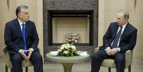 Vlagyimir Putyin orosz államfő (j) fogadja a hivatalos moszkvai látogatáson tartózkodó Orbán Viktor magyar miniszterelnököt a Moszkva környéki, novo-ogarjovói rezidenciáján 2016. február 17-én. MTI Fotó: Koszticsák Szilárd