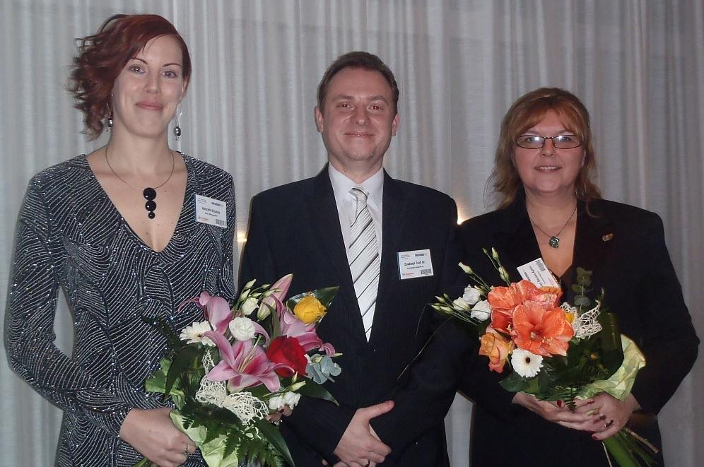 •A képen balról jobbra a díjazottak: Horváth Orsolya (elnök, Hévíz TDM Egyesület), Dr. Zsadányi Zsolt (ügyvezető, Szabadhajdú Nonprofit Kft.), Máyerné Bocska Ágnes (irodavezető, Tourinform Kaposvár)