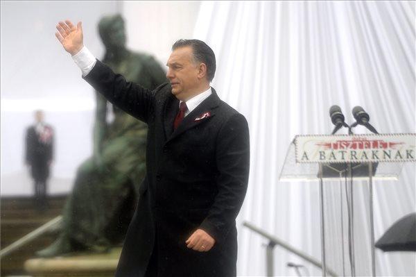 Orbán Viktor miniszterelnök az 1848-49-es forradalom és szabadságharc kitörésének 168. évfordulóján rendezett állami ünnepségen Budapesten, a Múzeumkertben 2016. március 15-én. MTI Fotó: Kovács Tamás