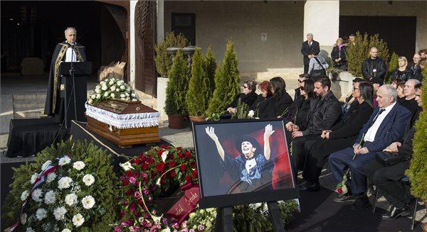Psota Irén temetése a Farkasréti temetőben 2016. március 10-én. A kétszeres Kossuth-díjas színművész, a nemzet színésze február 25-én, életének 87. évében hunyt el. MTI Fotó: Szigetváry Zsolt