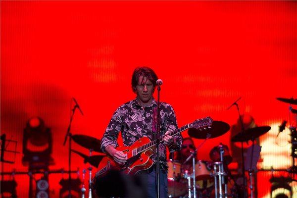 Kiss Tibor énekes, gitáros a Quimby együttes koncertjén a 24. VOLT Fesztiválon a soproni Lővér kempingben 2016. június 29-én este. MTI Fotó: Nyikos Péter
