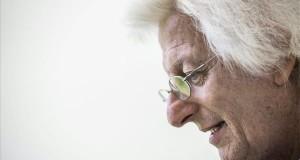 Meghalt Esterházy Péter. A felvétel a 87. Ünnepi Könyvhéten készült a budapesti Vörösmarty téren 2016. június 11-én. MTI Fotó: Balogh Zoltán