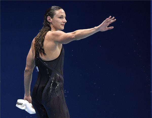 Hosszú Katinka a 2016-os riói nyári olimpia 100 méteres hátúszás versenyszámának elődöntője után a Rio de Janeiró-i Olimpiai Uszodában 2016. augusztus 7-én. Hosszú Katinka a második legjobb idővel bejutott a döntőbe. MTI Fotó: Kovács Tamás