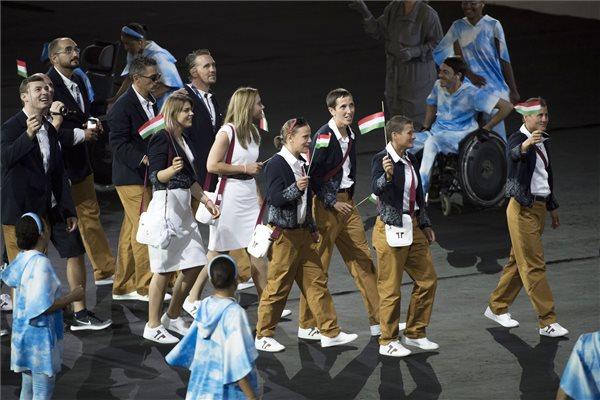 A magyar csapat bevonulása a XV. paralimpia megnyitóünnepségén a Rio de Janeiró-i Maracana Stadionban 2016. szeptember 7-én. MTI Fotó: Koszticsák Szilárd