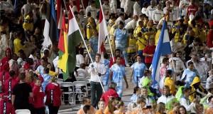 th Tamás paralimpiai bajnok úszó (k) bevonul a magyar lobogóval a XV. paralimpia záróünnepségén a Rio de Janeiró-i Maracana Stadionban 2016. szeptember 18-án este. MTI Fotó: Koszticsák Szilárd