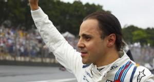 Felipe Massa hatalmas könnyekkel az arcán a rajongóit üdvözölve sétált vissza a bokszba, hogy ott, miközben még a pályán verseny zajlott, nagy öleléssekkel búcsúztassák jelenlegi és volt csapata tagjai és ismerősei.