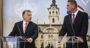 Orbán Viktor miniszterelnök (b) és Botka László (MSZP) polgármester sajtótájékoztatót tart a Modern városok program keretében kötött együttműködési megállapodás aláírása után a szegedi városházán 2017. január 30-án. MTI Fotó: Ujvári Sándor
