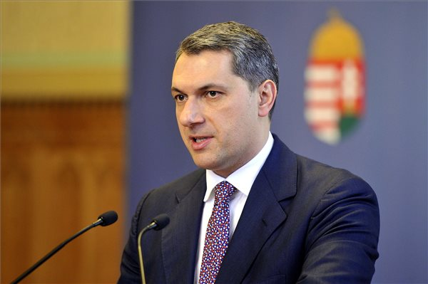 Lázár János, a Miniszterelnökséget vezető miniszter szokásos heti sajtótájékoztatóját tartja az Országházban 2017. február 23-án. MTI Fotó: Kovács Attila