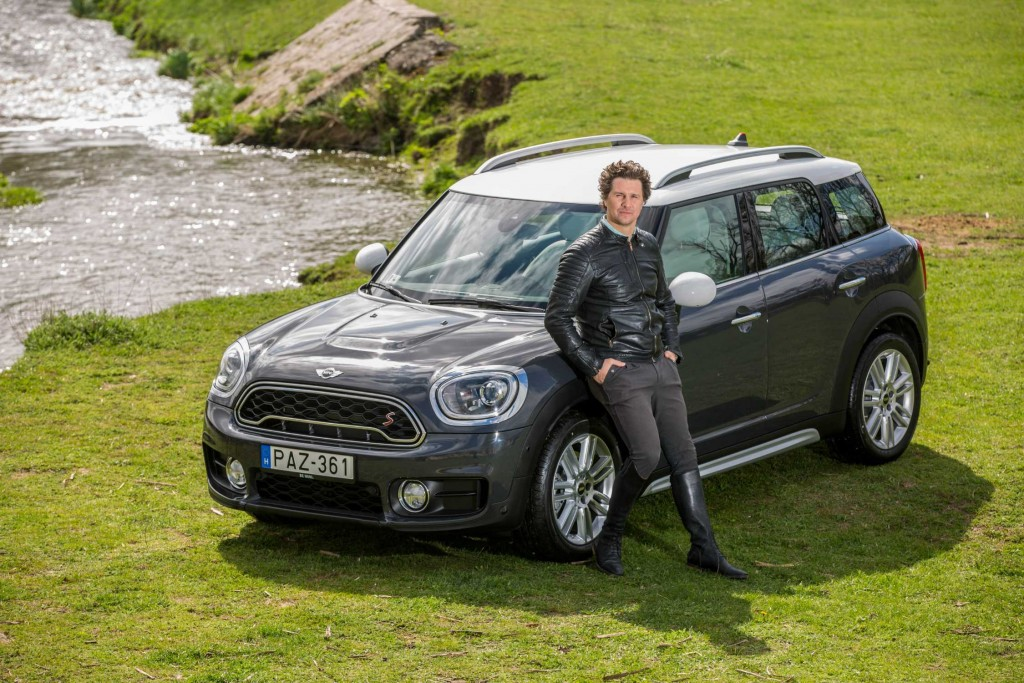 P90255132-ervin-nagy-actor-with-the-new-mini-countryman-photographer-szabolcs-nmeth-04-2017-2250px