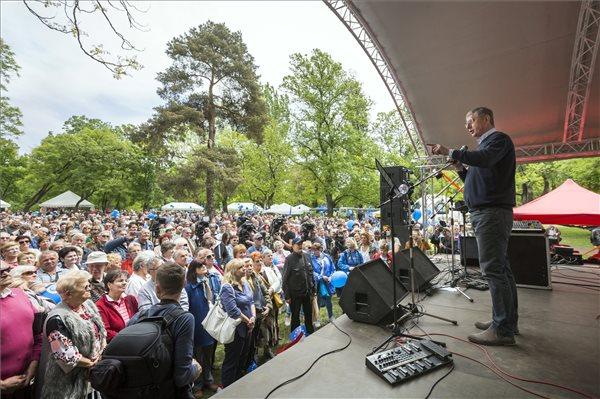 Gyurcsány Ferenc, a Demokratikus Koalíció (DK) elnöke beszédet mond a párt majálisán a Városligetben 2017. május 1-jén, a munka ünnepén. MTI Fotó: Mohai Balázs