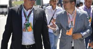 Seszták Miklós nemzeti fejlesztési miniszter (j) és Gyulay Zsolt, a Hungaroring Sport Zrt. elnök-vezérigazgatója beszélget a Forma-1-es Magyar Nagydíj futama előtt a mogyoródi Hungaroringen 2017. július 30-án. MTI Fotó: Czeglédi Zsolt