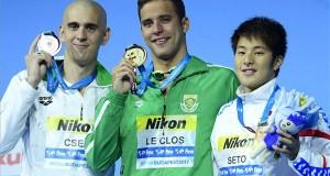 A győztes dél-afrikai Chad le Clos (k), a második helyezett Cseh László (b) és a harmadik helyezett japán Szeto Daija a férfi 200 méteres pillangóúszás eredményhirdetésén  a 17. vizes világbajnokságon a Duna Arénában 2017. július 26-án. MTI Fotó: Kovács Tamás