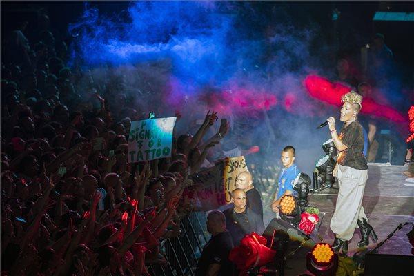 Pink (Alecia Beth Moore) amerikai énekesnő koncertje a Hajógyári-szigeten a 25. Sziget fesztivál mínusz egyedik napján, 2017. augusztus 9-én. MTI Fotó: Mohai Balázs