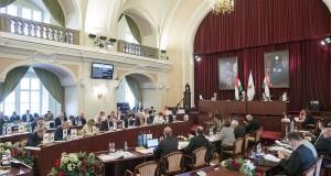 A Fővárosi Önkormányzat Közgyűlése a Városháza dísztermében 2017. szeptember 27-én. Szemben az asztalnál középen Tarlós István főpolgármester. MTI Fotó: Mohai Balázs