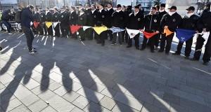 Résztvevők a Kéményseprők Országos Szakszervezetének demonstrációján Budapesten, a Kossuth téren 2017. október 30-án. A tüntetők a családi házak számára kötelező kéményseprés megszüntetéséről szóló törvényjavaslat visszavonását követelték. MTI Fotó: Máthé Zoltán