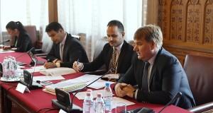 Szűcs Lajos, az Országgyűlés költségvetési bizottságának fideszes alelnöke (j), Mesterházy Attila, a bizottságának MSZP-s elnöke (b2), Demeter Márta LMP-s alelnök (b) és Mátis Kornél, a bizottság szakmai tanácsadója (j2) Seszták Miklós nemzeti fejlesztési miniszter éves meghallgatásán a Parlamentben 2017. november 7-én. MTI Fotó: Koszticsák Szilárd