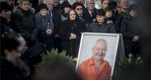 Stadler József temetése az akasztói temetőben 2017. november 25-én. Az egykori vállalkozó hatvanhat éves korában november 21-én hunyt el. MTI Fotó: Ujvári Sándor
