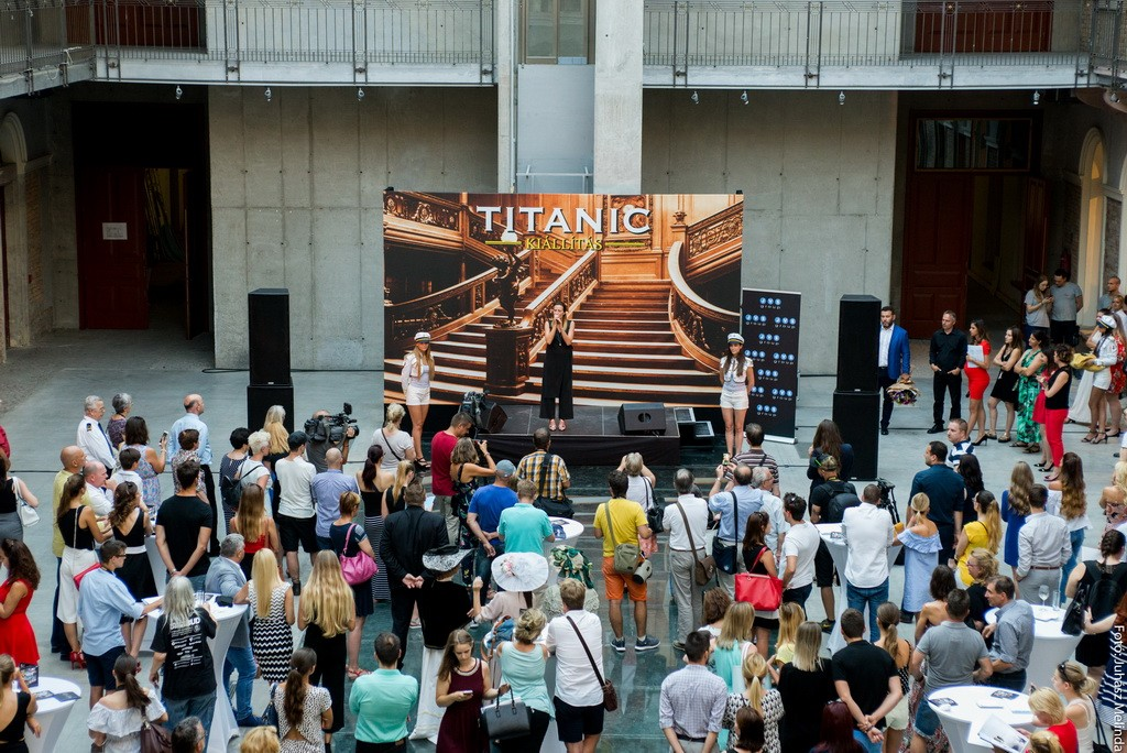 A megnyitón Janicsák Veca énekelt Fotó: Juhász Melinda