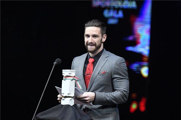 Shane Tusup, Hosszú Katinka férje és edzője az év edzője díjjal az M4 Sport - Év sportolója gálán a Nemzeti Színházban 2018. január 11-én. MTI Fotó: Koszticsák Szilárd