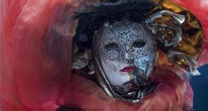 elmezbe öltözött résztvevő a Szentendrei Karnevál - Farsangfarka Fesztivál elnevezésű rendezvényen Szentendrén 2018. február 10-én. MTI Fotó: Mónus Márton