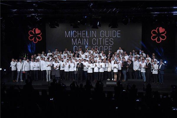 A jelöltek és a díjazottak a Michelin-kalauz (Michelin Guide) budapesti díjátadó ünnepségén a Várkert Bazárban 2018. március 26-án. MTI Fotó: Kovács Tamás