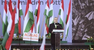 Orbán Viktor miniszterelnök beszédet mond az 1848/49-es forradalom és szabadságharc emléknapja alkalmából rendezett díszünnepségen az Országház előtti Kossuth Lajos téren 2018. március 15-én. MTI Fotó: Kovács Tamás