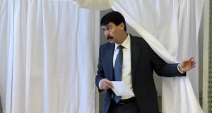 Áder János köztársasági elnök kilép a szavazófülkéből a Zugligeti Általános Iskolában az országgyűlési képviselő-választáson 2018. április 8-án. MTI Fotó: Koszticsák Szilárd