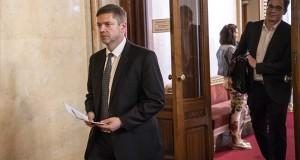 Tóth Bertalan, az MSZP frakcióvezetője (b) és Karácsony Gergely, a Párbeszéd társelnöke, megválasztott parlamenti képviselők megérkeznek az Országgyűlés alakuló ülését előkészítő tárgyalásra az Országház Apponyi Albert terméhez 2018. április 25-én. MTI Fotó: Szigetváry Zsolt