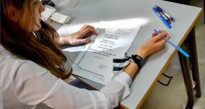 Egy diák a középszintű magyar nyelv és irodalom írásbeli érettségi vizsgán a debreceni Tóth Árpád Gimnáziumban 2018. május 7-én. Az Oktatási Hivatal korábbi tájékoztatása szerint a 2005-ben bevezetett kétszintű érettségi vizsgarendszer 28. időszakában 1.183 helyszínen összesen mintegy 110.700-an adnak számot tudásukról. MTI Fotó: Czeglédi Zsolt