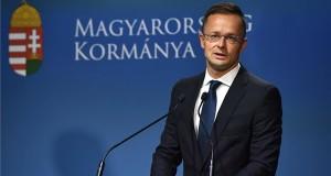 Szijjártó Péter külgazdasági és külügyminiszter sajtótájékoztatót tart a Sargentini-jelentés kapcsán a Miniszterelnöki Kabinetiroda Garibaldi utcai sajtótermében 2018. szeptember 12-én. Ezen a napon megszavazta a magyar jogállamisági helyzetről szóló különjelentést az Európai Parlament (EP), a plenáris ülésen 448 igen szavazattal, 197 ellenében, 48 tartózkodás mellett fogadták el a képviselők a dokumentumot. MTI Fotó: Illyés Tibor