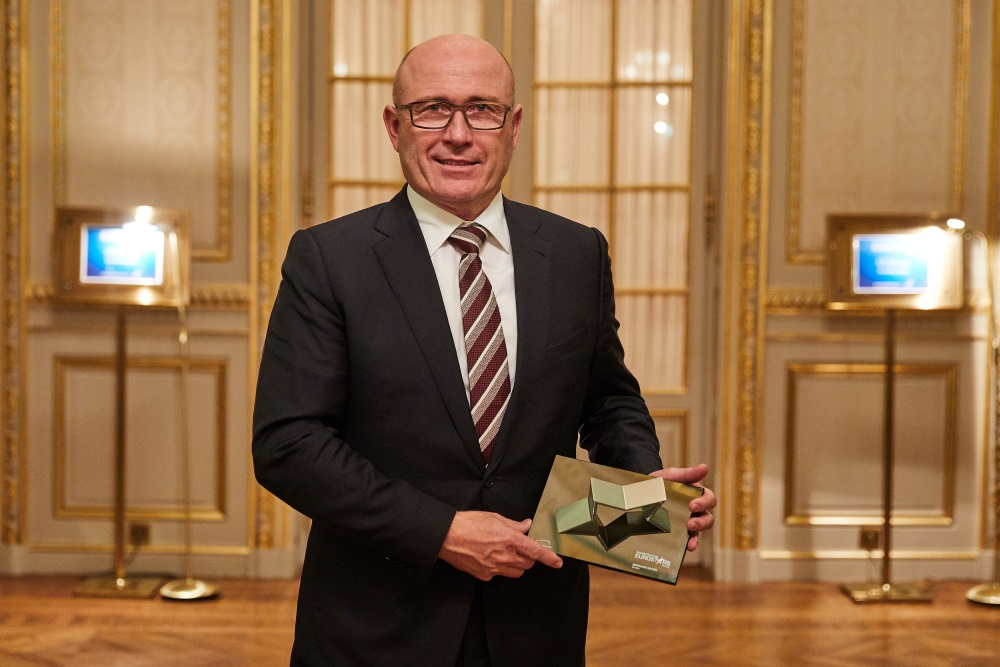 bernhard-maier-awarded-ceo-of-the-year_small