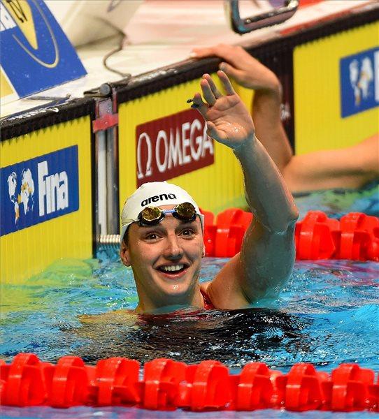 A győztes Hosszú Katinka női 100 méteres vegyesúszás döntője után az az úszó világkupa-sorozat budapesti versenyén a Duna Arénában 2018. október 4-én. MTI Fotó: Czagány Balázs