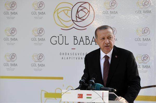 Recep Tayyip Erdogan török köztársasági elnök beszédet mond Gül Baba felújított türbéjének felavatásán Budapesten 2018. október 9-én. MTI Fotó: Koszticsák Szilárd