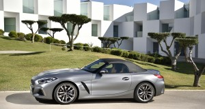 P90328360_highRes_the-new-bmw-z4-m40i-