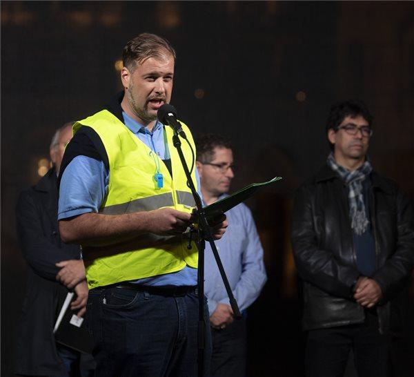 Hatvani Jácint, a Paksi Atomerőmű Műszakos Dolgozóinak Érdekvédelmi Szervezetének elnöke, a demonstráció főszervezője a cafeteria visszaállításáért rendezett szakszervezeti demonstráción az Alkotmány utcában, a Kossuth térnél 2018. november 6-án. MTI/Szigetváry Zsolt