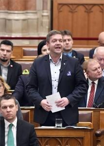 Tóth Bertalan, az MSZP elnöke, frakcióvezető felszólal napirend előtt az Országgyűlés plenáris ülésén december 2018. december 10-én. MTI/Máthé Zoltán