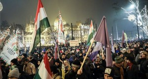 Ellenzéki tüntetés a fővárosban a Parlament előtt, a Kossuth téren 2018. december 21-én. MTI/Mohai Balázs