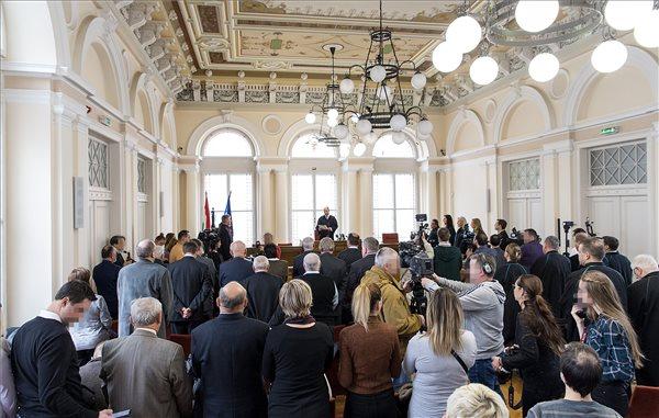 A vörösiszapper megismételt elsőfokú eljárásának ítélethirdetése a Győri Törvényszék tárgyalótermében 2019. február 4-én. A bíróság tíz ember, köztük az első- és másodrendű vádlott bűnösségét mondta ki. Az első- és a másodrendű vádlottat, a Mal Zrt. volt vezérigazgatóját és műszaki vezérigazgató-helyettesét letöltendő szabadságvesztésre ítélték. Öt vádlottat felmentettek. MTI/Krizsán Csaba
