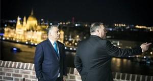 A Miniszterelnöki Sajtóiroda által közreadott képen Orbán Viktor miniszterelnök (b) fogadja Mike Pompeo amerikai külügyminisztert hivatalában, a Karmelita kolostorban 2019. február 11-én. MTI/Miniszterelnöki Sajtóiroda/Szecsődi Balázs